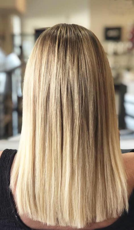 Después de colocar extensiones de cabello natural