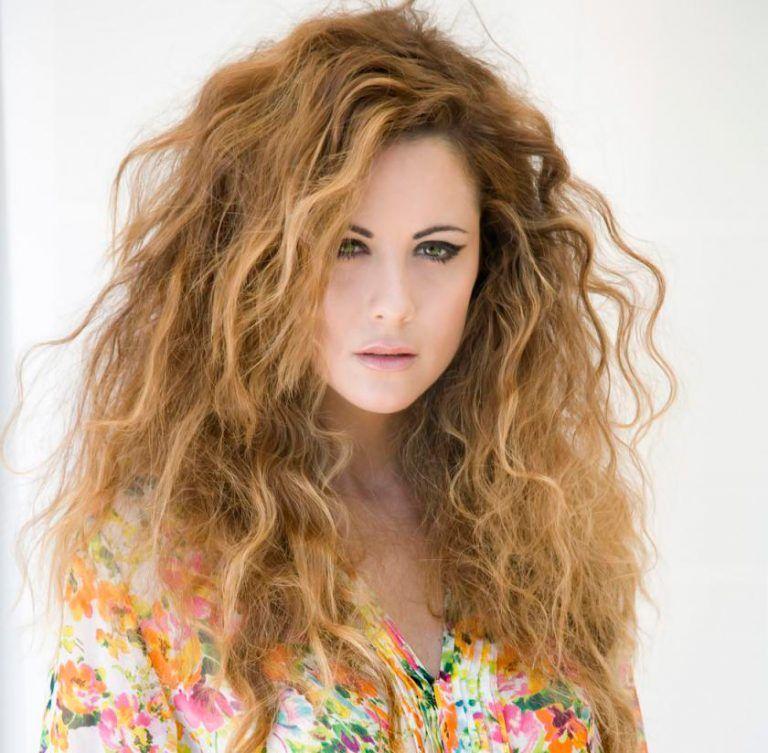 El pelo rizado, el estilo de las mujeres latinas