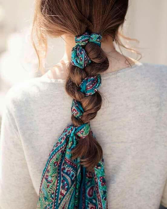 Pañuelos en el pelo en forma de trenza con el pelo