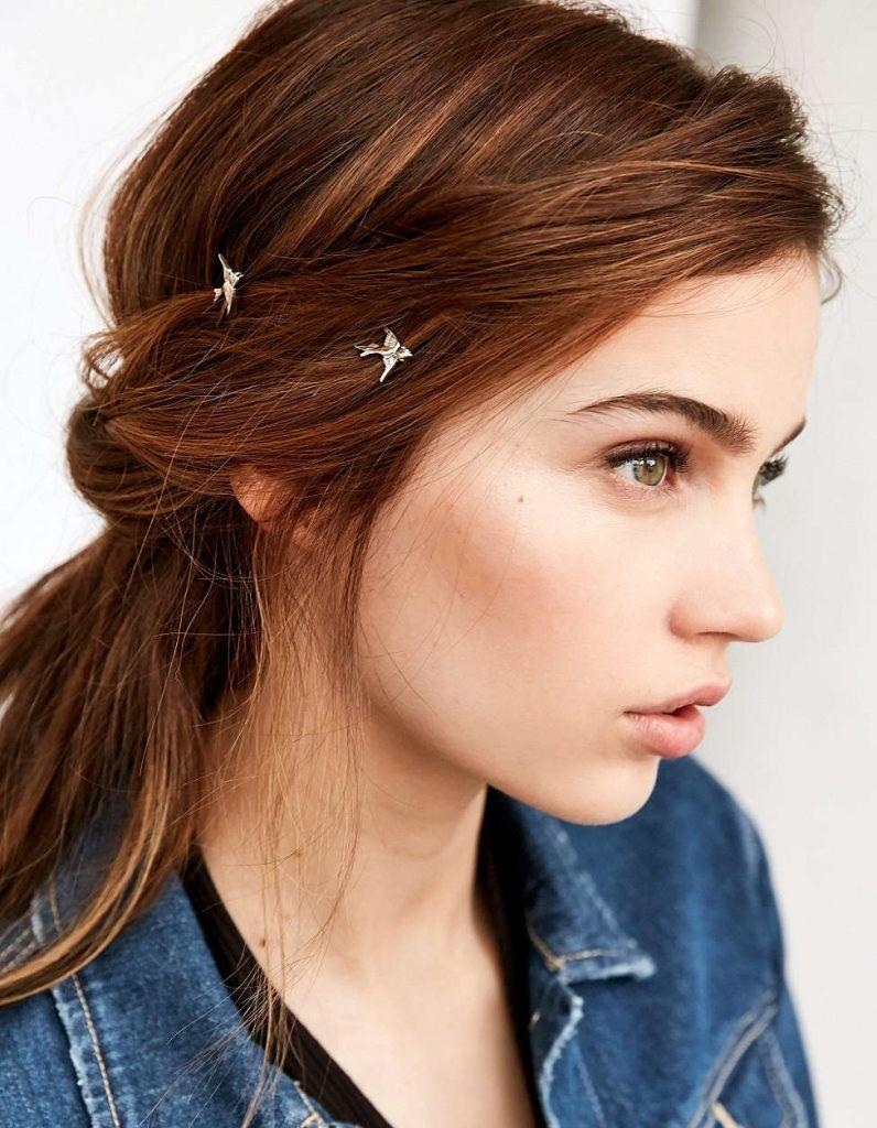 joyas en el pelo con peinado recogido