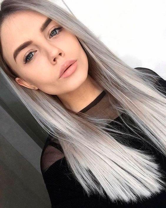 melena lisa de pelo blanco