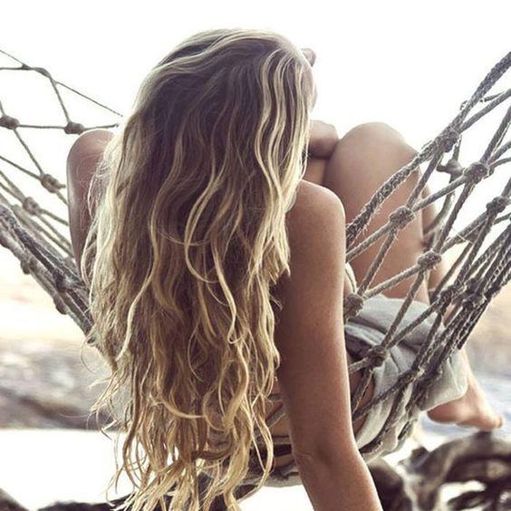 ondas surferas con pelo largo