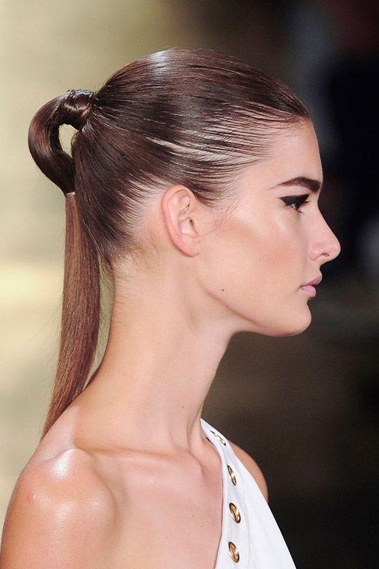 peinado con coleta moderna para bodas, bautizos y comuniones