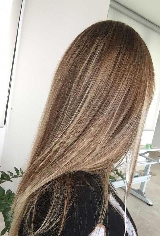 cuidados para el cabello liso de pelo rubio