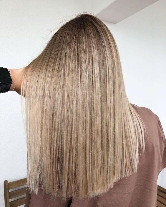 cuidados para el cabello liso de pelo rubio con mechas