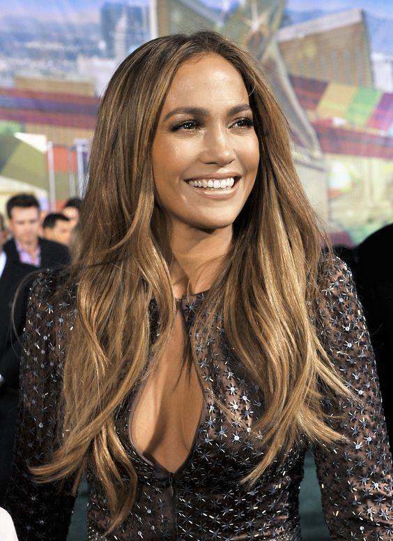 Jennifer López con el pelo largo con melena lisa