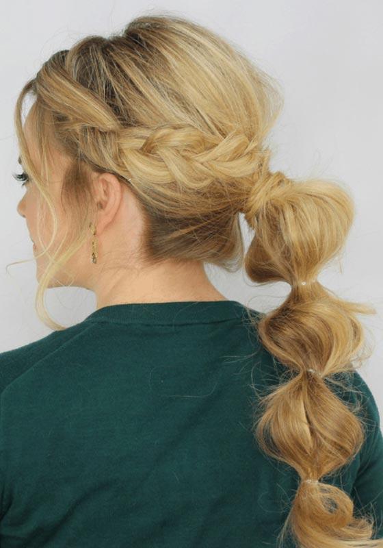 coleta bubble ponytail en melena rubia