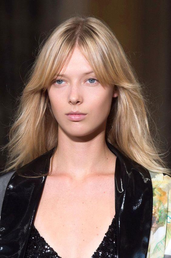 cabello largo a tendencia de esta primavera con flequillo